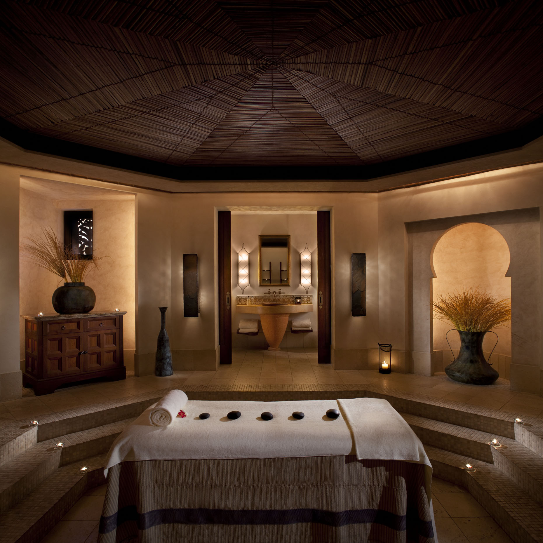 A Jumeirah Al Qasr spa treatment room| Dubai, U.A.E. |